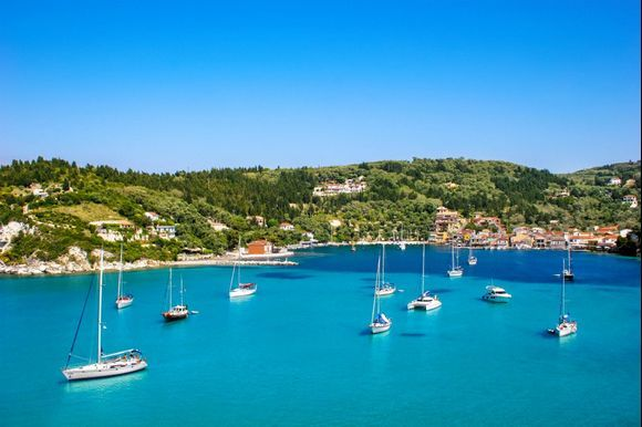 Paxos and Antipaxos islands are famous for the impressive natural landscape and the exotic blue color! 💦✨✨