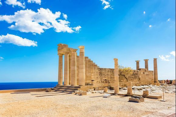 The Acropolis of Lindos, Rhodes The Acropolis of Lindos dates back to the Hellenistic period. A part of it was restored by the Knights. The site today belongs to the Greek Ministry of Culture and much work is being done to protect this monument. Read more 👉 http://bit.ly/2IyHuf6