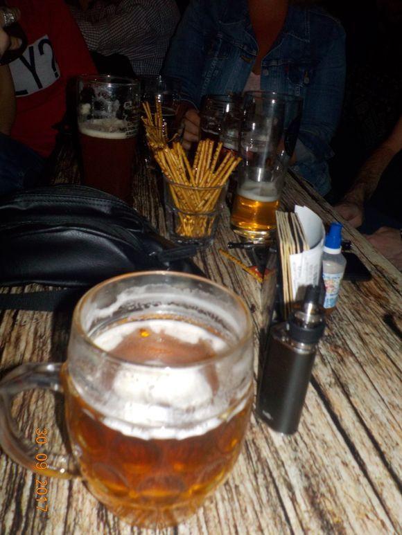 'Μπυρες' (byres...beers) & snacks with friends of Thessaloniki, in the night of 'The city that never sleeps'.