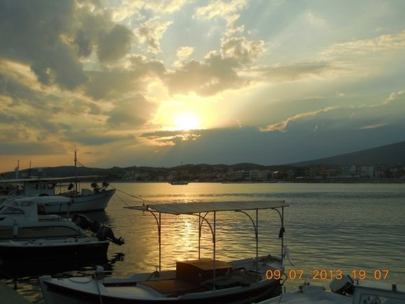 Sunset over Limenaria. Sunset over our hearts: the last day in Greece.