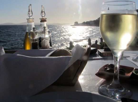 Table by the sea   Ah Shirley Valentine!