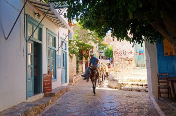 wandering the streets of Hydra