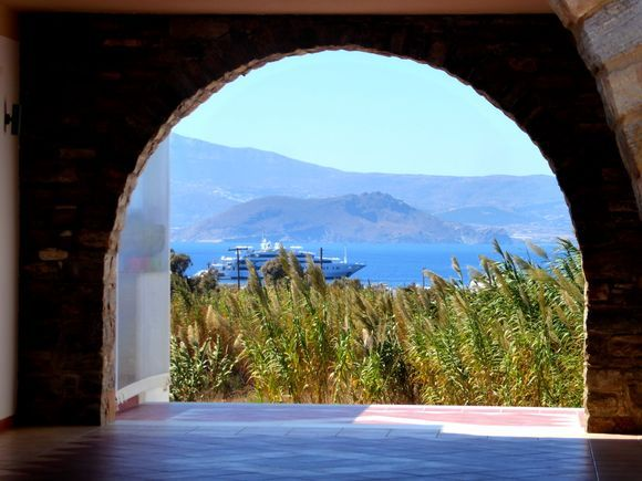 Lovely view through the archway near to our accommodation in Agia Anna.