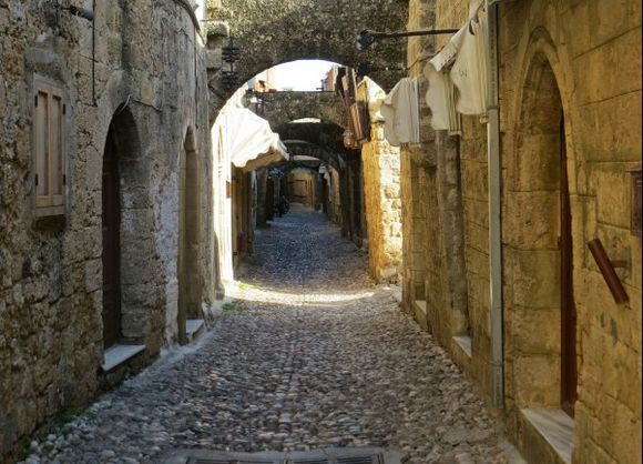 26-09-2015  Rhodos: Quiet alley in the old town