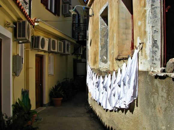 22-09-2012  Lesbos: Molyvos   Lets dry in the evening sun