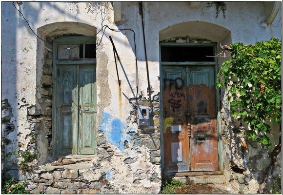 12-09-2019 Ikaria: Evdilos ...........Old doors