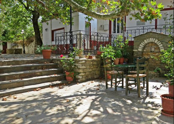 14-09-2020 Ikaria: A very relaxt place under a big plane tree in a small village on Ikaria