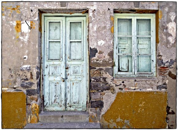 31-08-2020 Patmos: Skala .......Old door and window