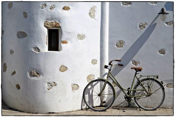 25-09-2019 Patmos: Skala ..........Jus a bike against a wall