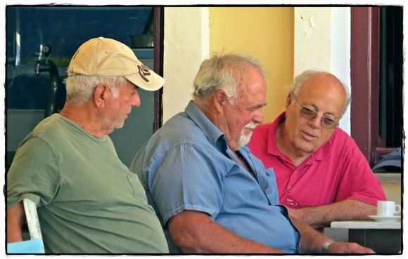 19-09-2019 Ikaria: Agios Kirikos .........Where are they lookin' at ..........?