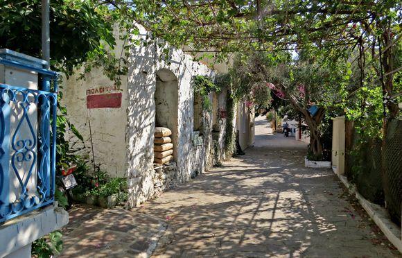 12-09-2019 Ikaria: Evdilos .......Just a street in Evdilos .....