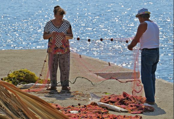 20-09-2019 Ikaria: Therma .........    Love is ............., doing the nets together