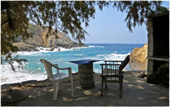15-09-2020 Ikaria: Enjoying the view in the shade on a small terras in the Southwestcoast of Ikaria
