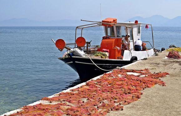 20-09-2019 Ikaria: Therma .........Preparings the nets .......