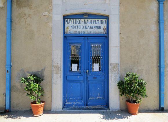 27-08-2020 Kalymnos : Pothia  ...... A nice blue door between the plants