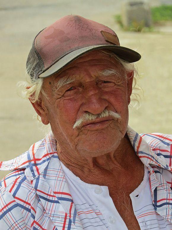 13-09-2019 Ikaria: Karkinagri .....A friendly old fisherman ....