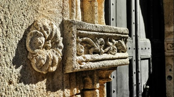 The detail door to one of the knights\' houses.