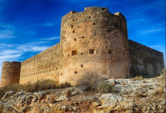 The Koules Fortress was built by the Turks after the Cretan revolution in 1866 during an effort to control Crete again through a net of fortification works. The fortress is located 12km east of Chania, near Kalami village, and close to the relics of ancient Aptera.
