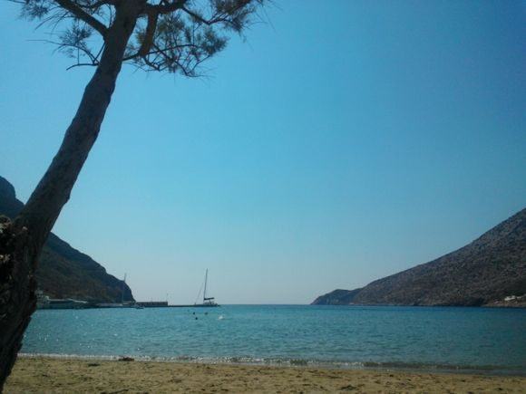 Kamares beach with view to Port