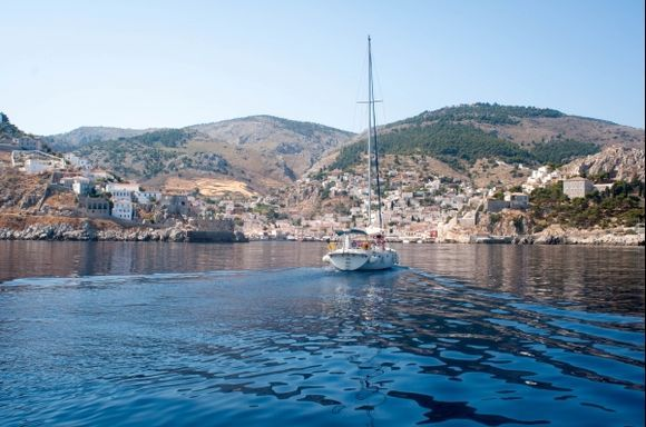 sailing into Hydra