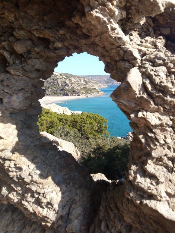 Hole with a view (Vai beach)