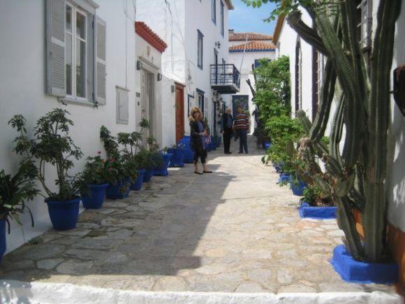 street in hydra