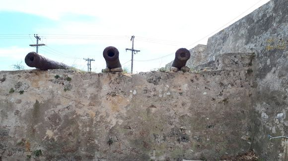 A few cannons left on the walls