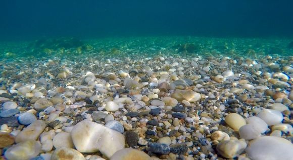 Under the waves on Therma Beach