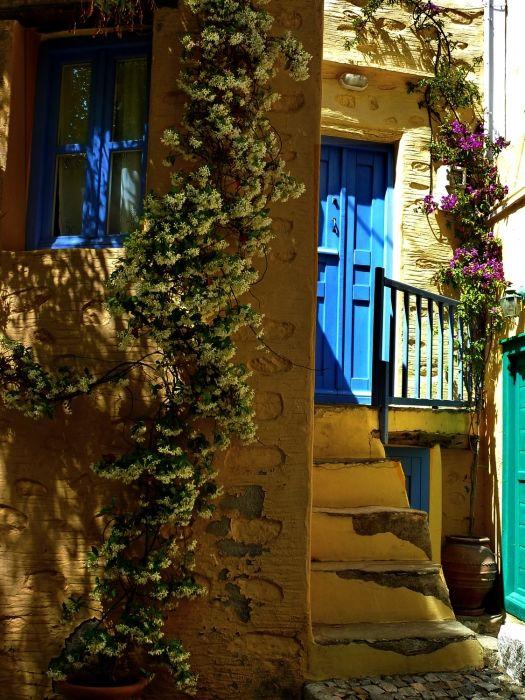 Colourful facade, Ano Syros