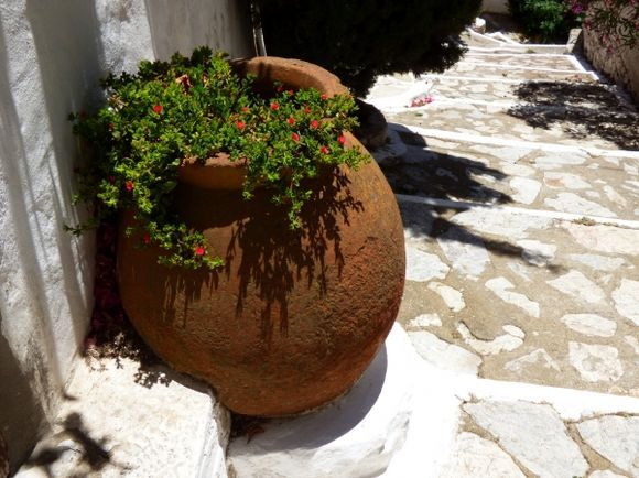 Stepped alley with pot