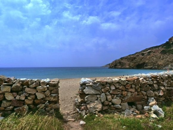 Stone wall on Kendros beach