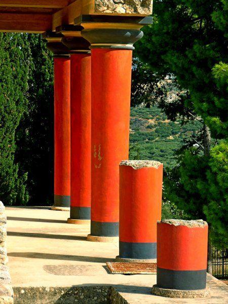 Red columns, Knossos
