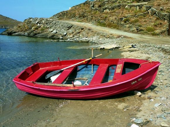 Red wooden boat on Apokrousi beach