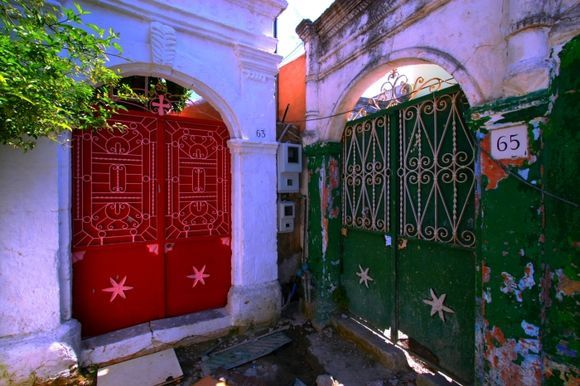 Multicolored decayed gates