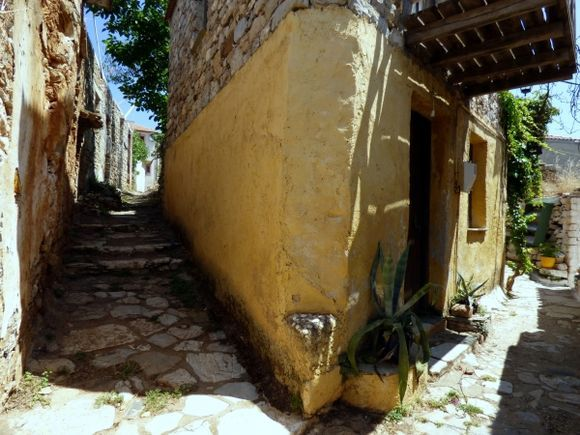 Paved alleys in Chora