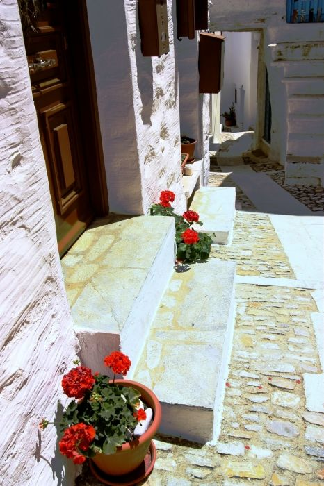 Paved street, Ano Syros