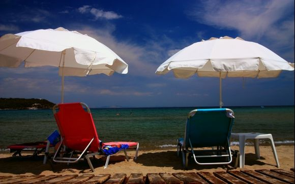 Agia Marina beach: Umbrellas and chairs