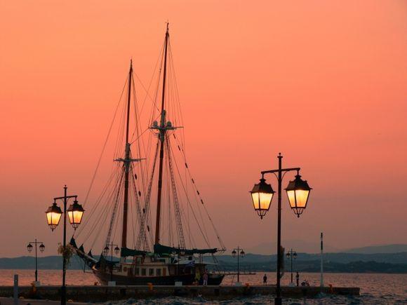 Lights and vessel