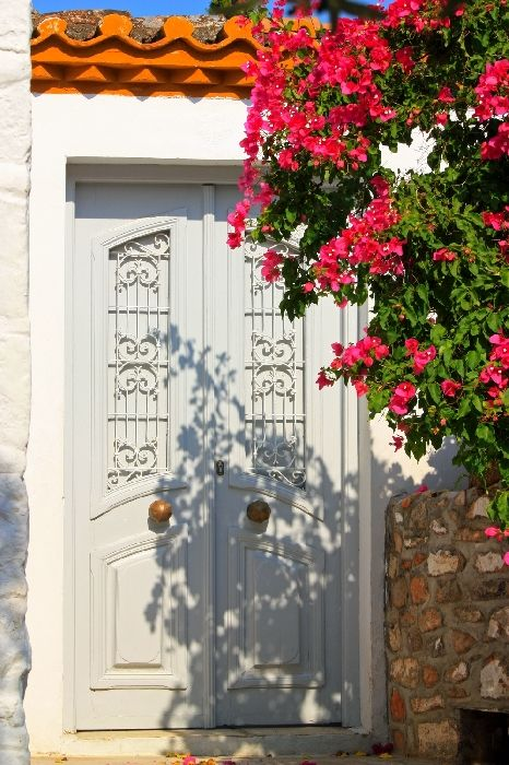 Pretty entrance with blossoms, Hydra town