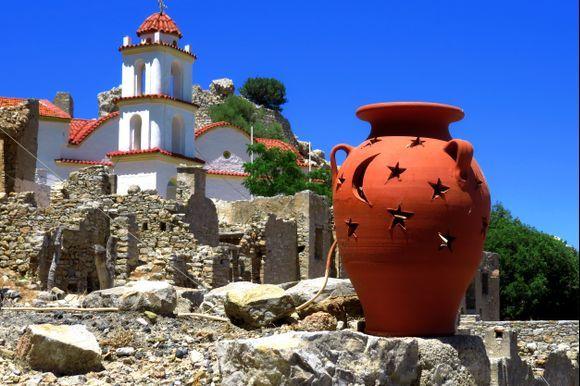 Church, pot and ruins, Micro Chorio