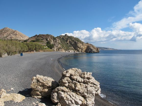 Mavros Gialos: lonely beach in the month of october