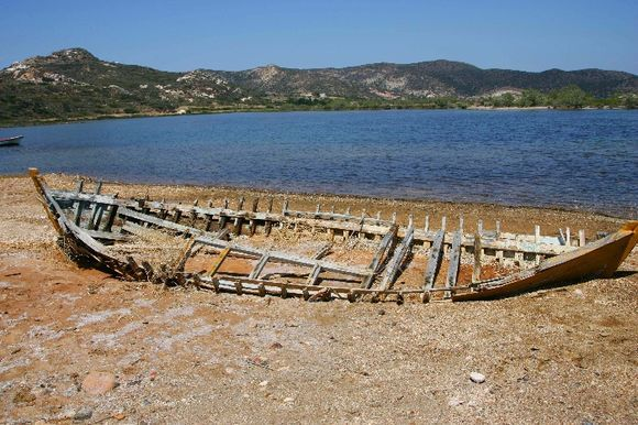 What is left of an old boat - Rivari