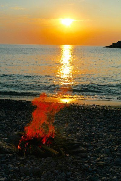 The night is young: Greek summer beach party