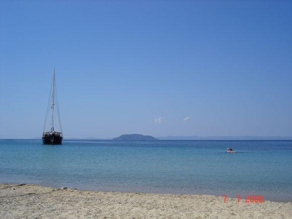 Tripotamos beach