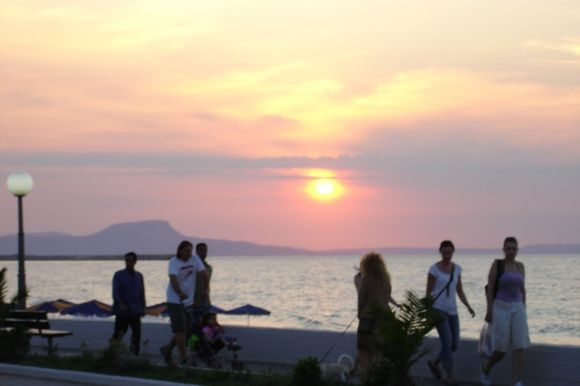 Evening life at the Beach Road in Rethymno