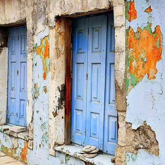 Old azzuro windows