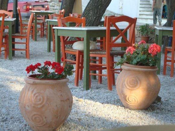 tables and flowers in Chora
