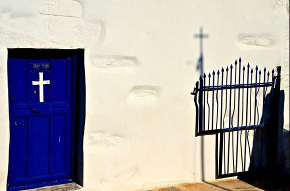The gate of heaven?( Asfondilitis , Panagia Agios Nicolaos) .