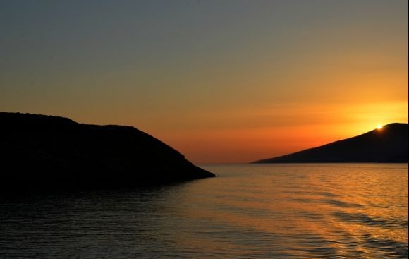Sunrise peekabooing from Nikouria
