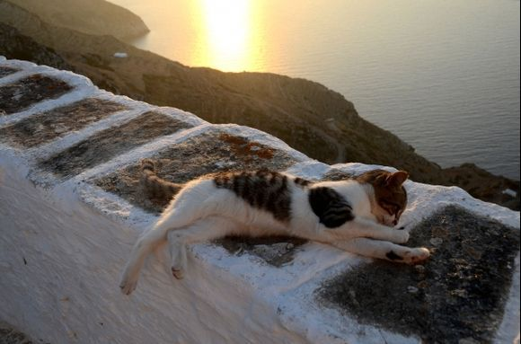 Stretching over the Aegean...
